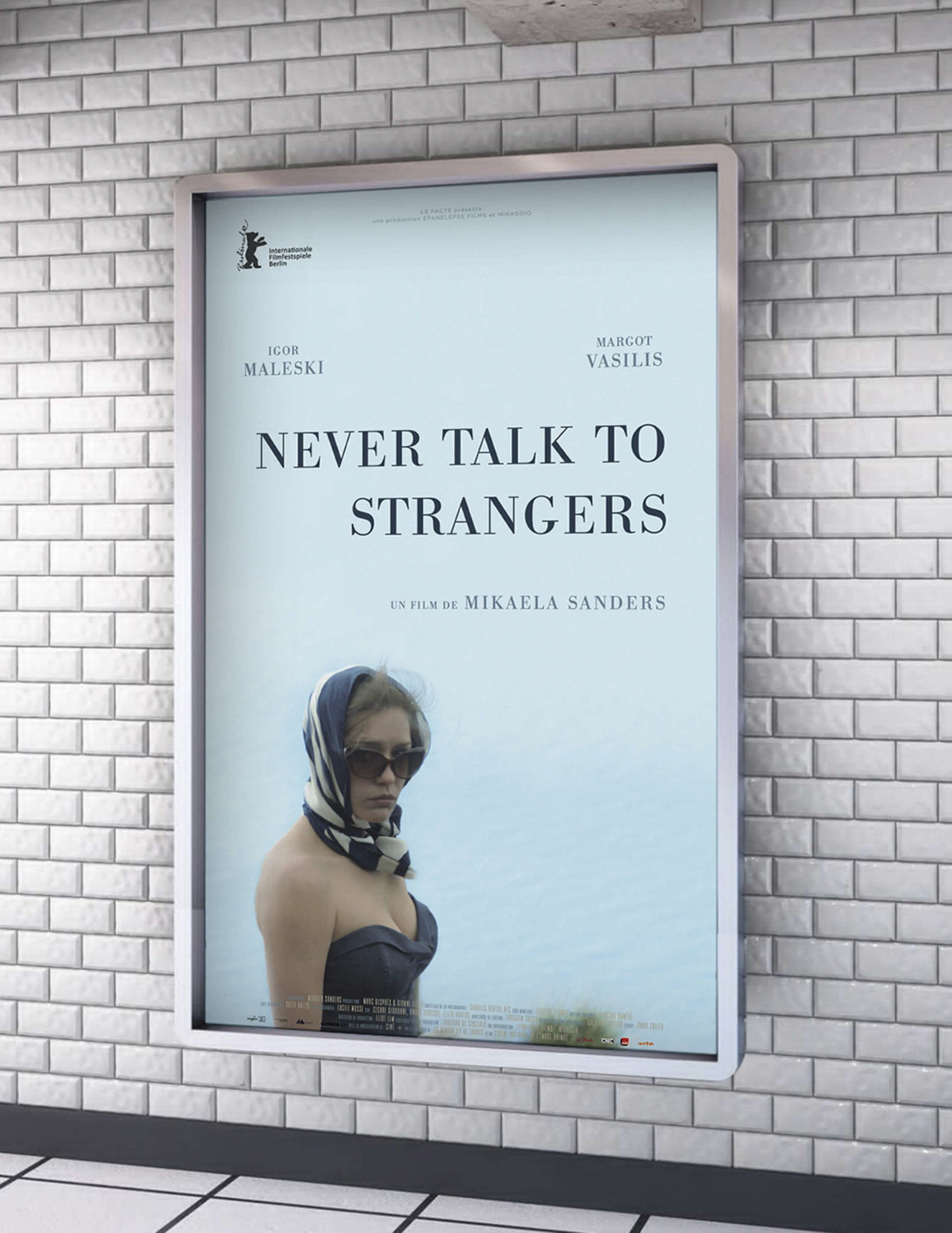 _never_talk_to_stangers_affiche_metro